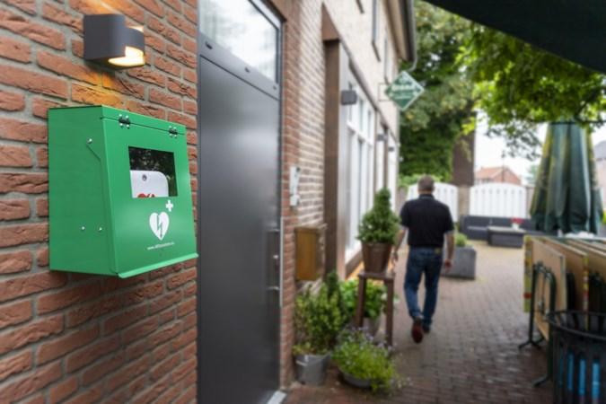 Spaanshuisken eindelijk vindbaar voor hulpdiensten en ook meteen een stuk veiliger met gewenste defibrillator