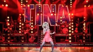 Nyassa Alberta als herboren het podium op als Tina Turner