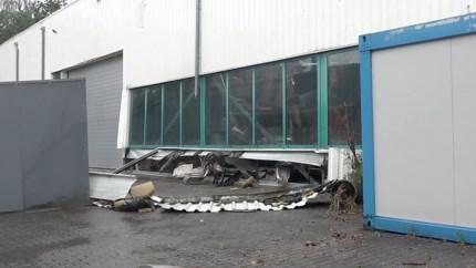 Video: Dak van bedrijf Kerkrade stort in na plensbuien