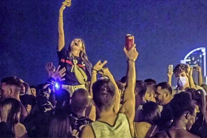 Spanje: corona te lijf met avondklok en verbod op nachtelijke strandfeesten