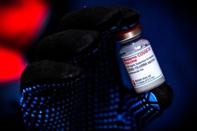 Vaccinproducent Moderna sluist winst weg naar belastingparadijzen; onderzoeker Kiezebrink: 'Een schande'