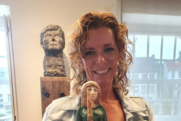 Petra Westerbeek ontvangt Senneheldprijs Vaals voor haar versierde stenen