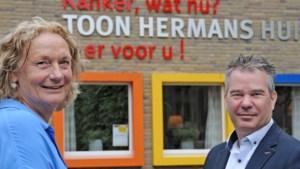 Toon Hermans Huis komt aan huis: 'Mensen krijgen te maken met iemand uit hun eigen dorp of streek, dat voelt vertrouwd'