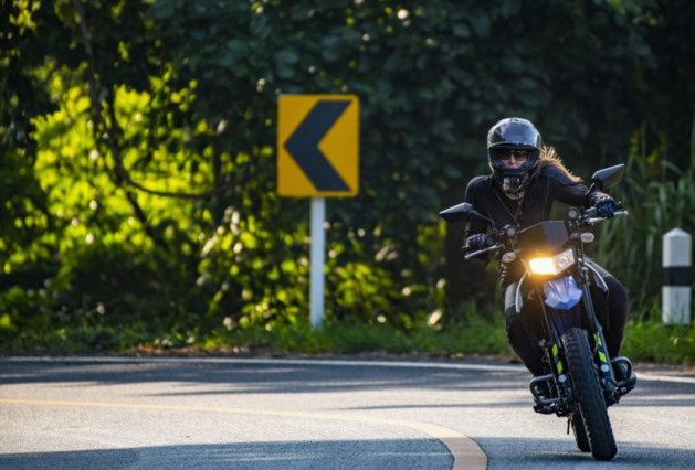 Motoren zoeven winkels uit: 'Op een motor kun je veilig genieten'