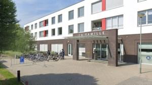 Vereenzamende ouderen willen bankjes bij zorgcentrum in Elsloo
