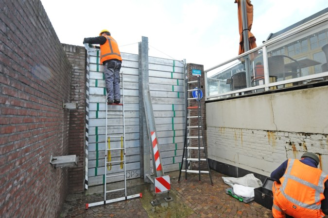Ruim vier kilometer aan keringen langs de Maas in Noord- en Midden-Limburg: 'Op deze schaal nog nooit voorgekomen'