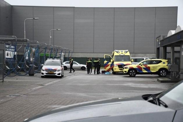 Hulpdiensten in groten getale naar wasstraat in Venray vanwege verwarde man