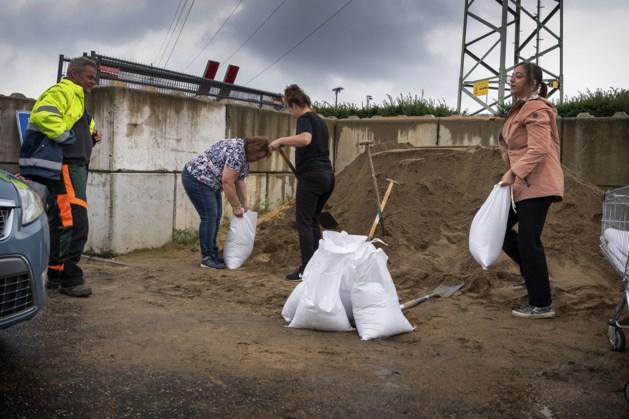 Valkenburg plaatst zandzakken, inwoners kunnen zakken afhalen op gemeentelager