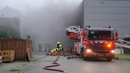 Grote brand in bedrijfspand in Weert: flinke rookontwikkeling