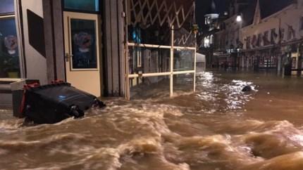 Water overspoelt Valkenburg: 'Het blijft maar stijgen'