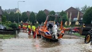 Reddingsbrigades uit hele land naar Limburg voor hulp bij evacuaties: 'Dit is waar we voor opgeleid zijn'