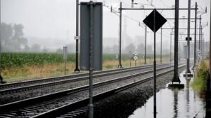 Video: Geen treinen tussen Maastricht en Luik, spoor onder water