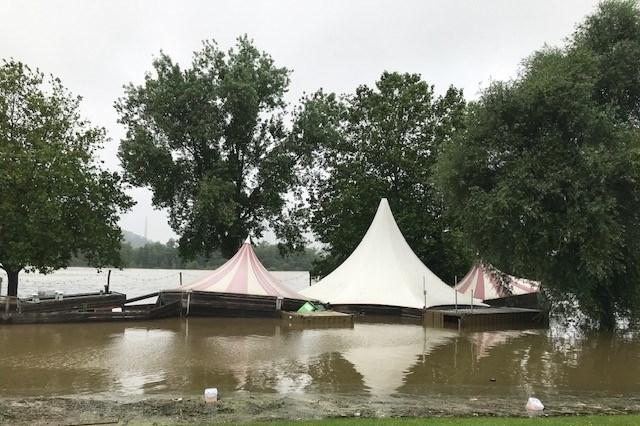 Camping en Fun Valley in Oost-Maarland lopen onder: 'Binnen tien minuten stond het tot mijn knieën'