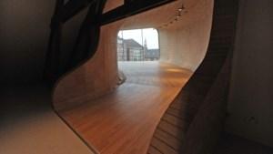 De urn van Maarten van Bommel zit in de muur, zijn geest waart door het museum