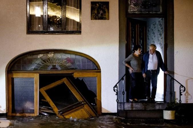 Dit gebeurde terwijl je sliep: Noodbevel in Valkenburg, waterpeil Roer stijgt snel