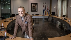 Burgemeester Jos Hessels vindt na tien jaar een woning in Echt-Susteren, maar is woonplaatsvereiste nog wel van deze tijd?