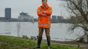 Ultieme stresstest voor de Maasdijken: 'Ze houden het gelukkig wel, maar dat kan over tien minuten anders zijn'