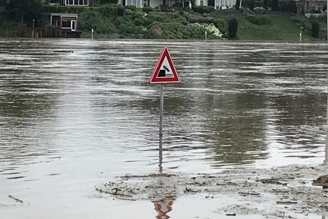 Tweehonderd huishoudens Beesel-Dorp worden geëvacueerd: 'Het kan zijn dat de Maas nét over de dijk heen stroomt, het kan ook nét goed gaan'