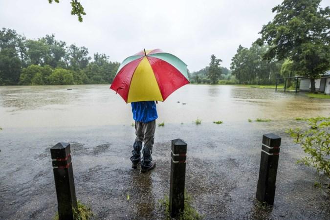 GGD waarschuwt voor vervuild regenwater: diarree, keelpijn en overgeven door opborrelend rioolwater