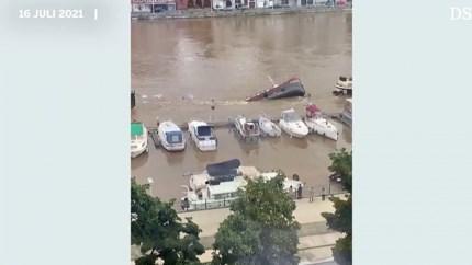 Video: Vrachtschip verdwijnt volledig onder water bij Luik
