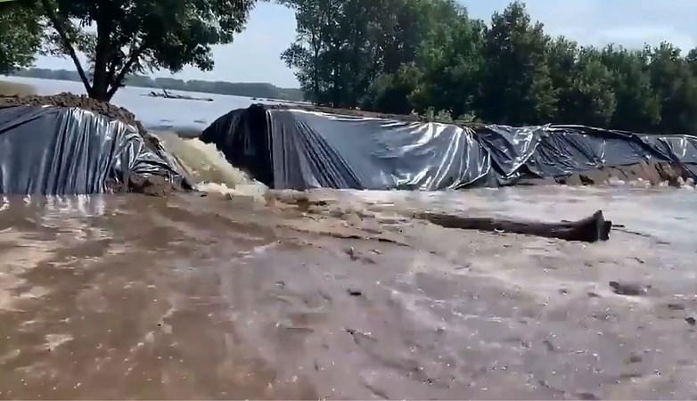 Situatie Leudal steeds nijpender: In Horn rukt het water verder op, dijk Buggenum dreigt te overstromen