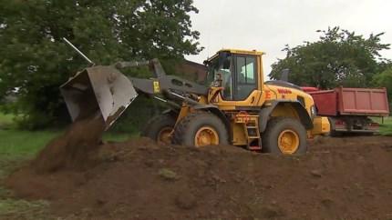 Video: Beesel zet zich schrap tegen hoogwater Maas na aanleg nooddijk
