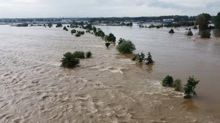 Video: bijzondere dronebeelden van hoogwater Maas