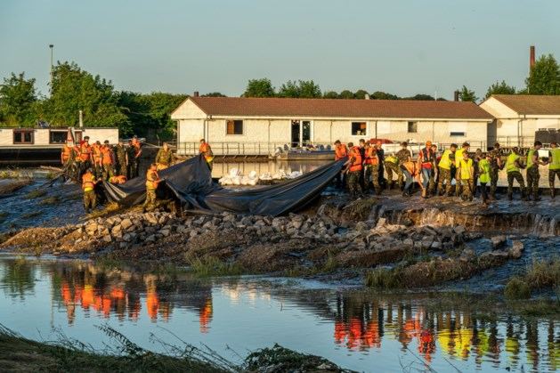 Dijkexperts gaan inspecties uitvoeren in delen van provincie waar het water aan het zakken is