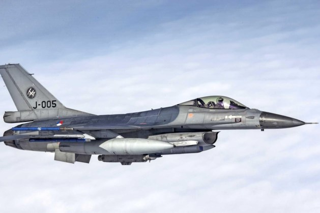F-16 vliegt door geluidsbarrière en veroorzaak harde knal in de regio