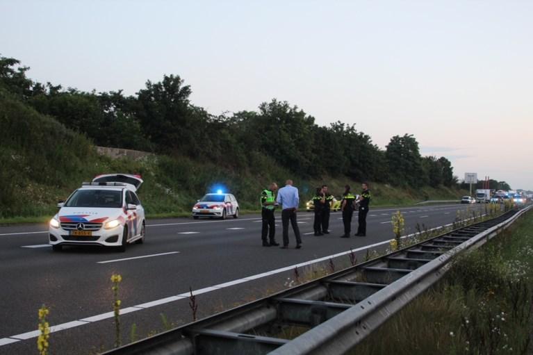 Video: Verdachte en agenten raken gewond bij schietpartij op A73 bij Horst