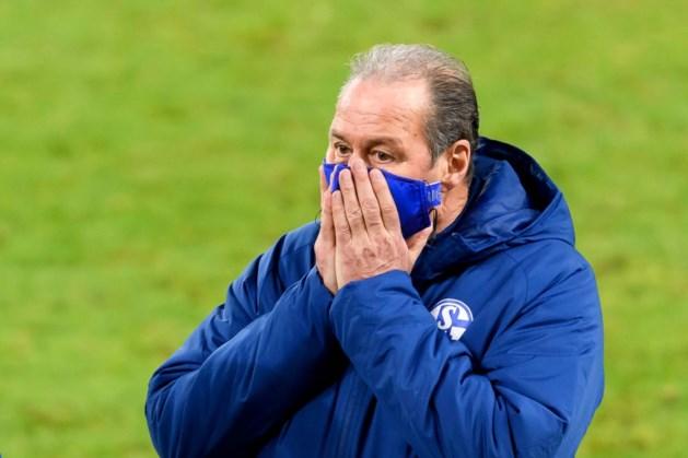 Minutenlang applaus voor Stevens (67) bij afscheid Schalke 04