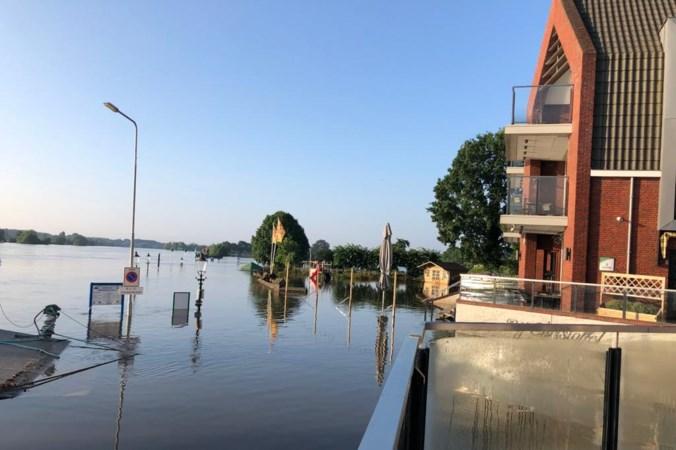 Hoogwater Maas verlaat maandag langzaam Limburg; Defensie versterkt nooddijken in Noord-Limburg