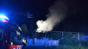 Brand in schuur achter huis in Landgraaf: veel rookontwikkeling