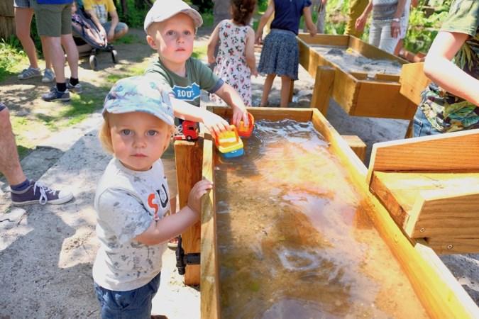 Spelen én leren met water en zand in de nieuwe klimaattuin van Natuur- en Milieucentrum De IJzeren Man