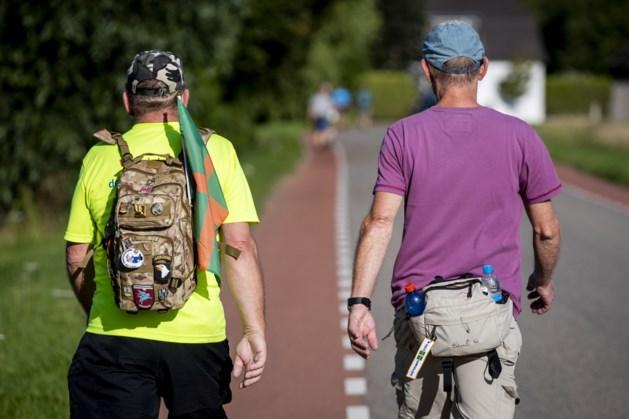 Paar honderd wandelaars lopen toch gewone Vierdaagseroute