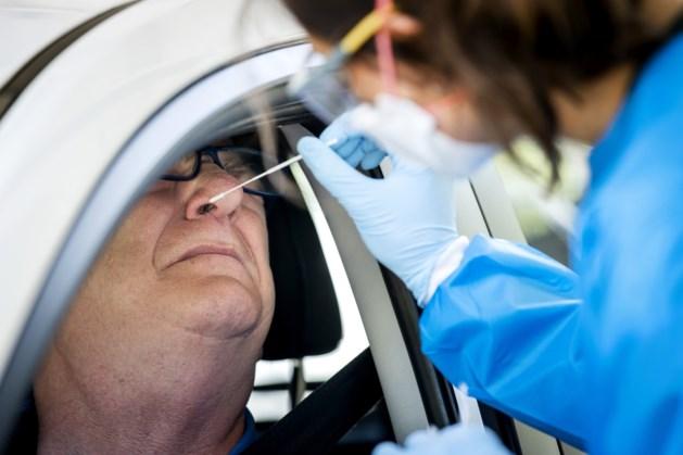 Aantal positieve coronatests gedaald naar bijna 7000