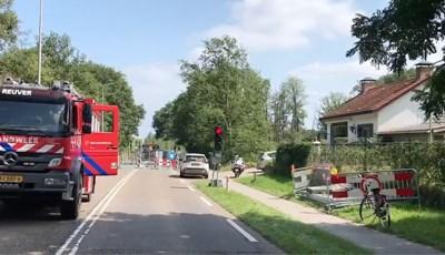 Scheuren in woning bij wegverzakking op de Rijksweg in Reuver