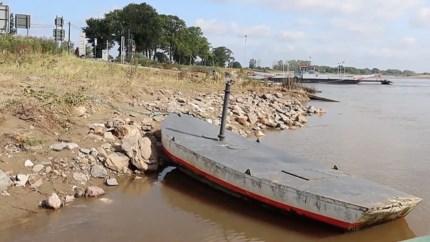 Toerit en ankerpunten weggespoeld: onbekend wanneer veerpont tussen Berg en Meeswijk weer gaat varen