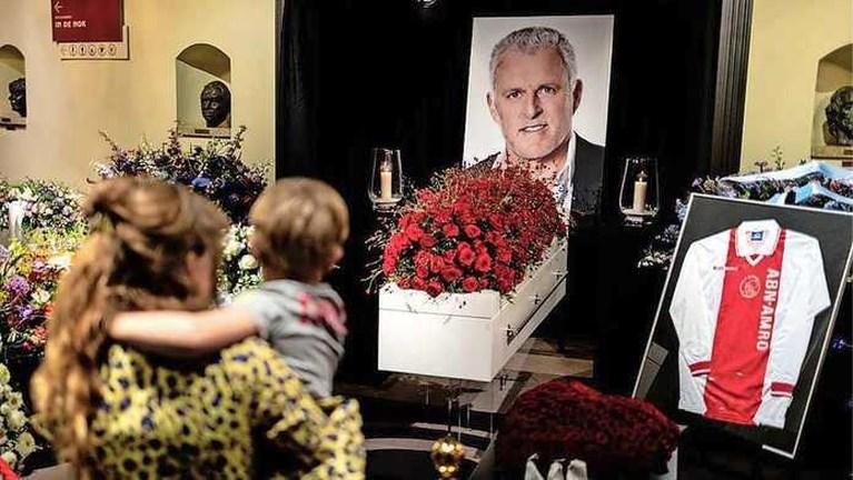Tranen bij afscheid Peter R. de Vries: 'Dit is het laatste wat ik kan doen'