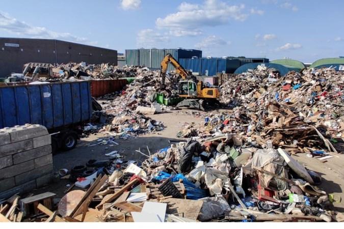 Na de overstroming is elfhonderd ton afval opgeruimd, en zo ziet dat eruit