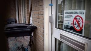 Burgemeester Leurs sluit twee woningen in Stein na vondst verdovende middelen