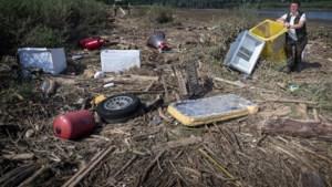 Boswachter Niki Jasper ruimt op na hoogwater: 'Wat je ziet is persoonlijk leed, daar moest ik wel een traantje om laten'