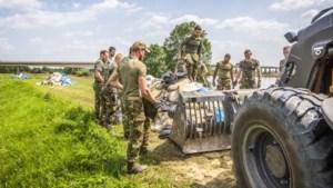 Inzet leger nodig om de zandzakken en afval op te ruimen