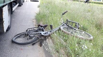 Meisje op fiets aangereden door vrachtauto