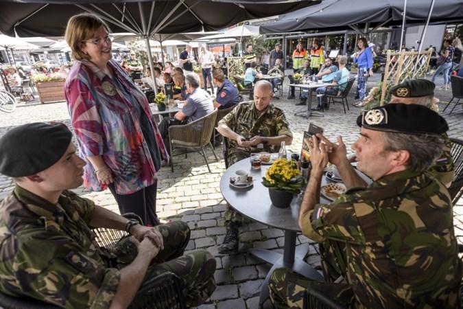 Roermond trakteert hulpverleners hoogwater op koffie en vlaai