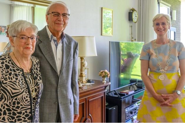 Felicitaties van de burgemeester voor Jo en Liesje Dols - Van den Beuken