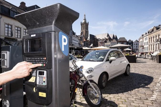 Handtekeningenactie voor behoud parkeerplaatsen Markt Roermond