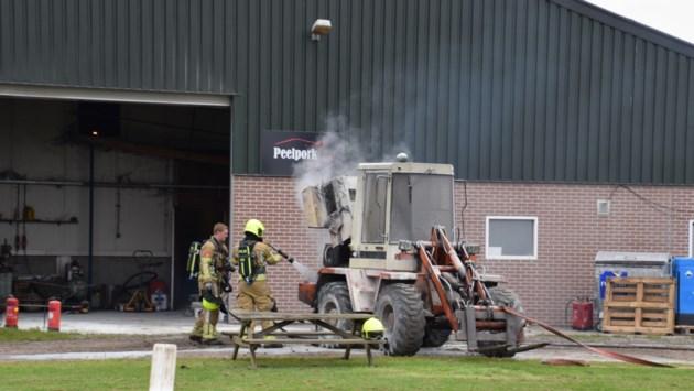 Shovel in brand op boerderij Ysselsteyn, snel geblust