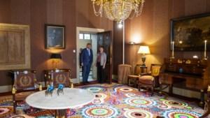 Dat de werkkamer van koning Willem-Alexander het decor van een glitterfeest lijkt, is te danken aan Suzan uit Heerlen