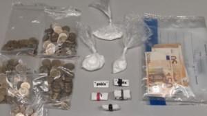 Twee aanhoudingen na drugsvondst en illegaal vuurwerk in woning Maasbracht